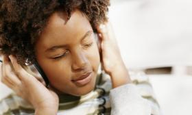 ts-dv1933002-boy-w-headphones-listening-to-music-digital-vision